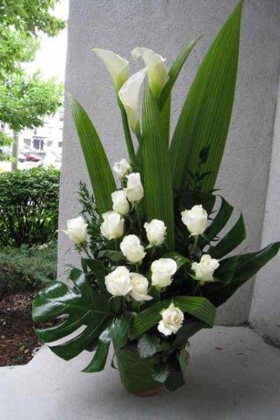 Lors d'un décès, entre le chagrin et la douleur, vous voulez que vos fleurs témoignent toute l'affection que vous avez envers l'être cher. Avec ses arrangements floraux originaux et sobres, Fleuriste Abaca mettra tout son savoir-faire à votre disposition. Vous pouvez commander vos compositions florales en ligne. Si vous préférez, n'hésitez pas à nous téléphoner. Vous êtes bienvenue. Fleuriste Abaca offre un service de livraison dans tous les quartiers de Montréal. Ahuntsic, Anjou…