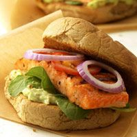 Blackened salmon (I'd use Tuna) is great in a sandwich with a spread of mashed avocado and low-fat mayonnaise plus peppery arugula leaves, cool tomato slices and zesty red onion. Mmmmmm: Lunches Recipes, Blackened Salmon, Food, Sandwiches Recipes, Salmon Sandwiches, Po Boys, Healthy Sandwiches, Salmon Po, Salmon Recipes