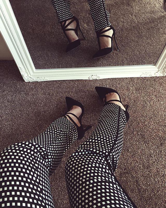 Black & White Mood #fashionblogger #heels #blackandwhite #luxirare