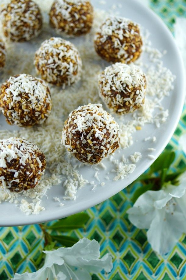Mayan Cocoa-Coconut Date Bites from @Patty Price / Patty's Food #ChocolateParty
