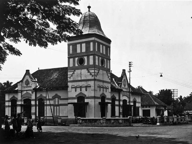 Het gebouw van de Volksbank in Poerwokerto. 1922-1930