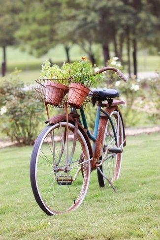 Red rusty bike