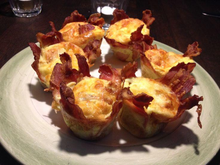 Baconbanditter af blendede æg med fløde og bacon 20 min ved 200 g