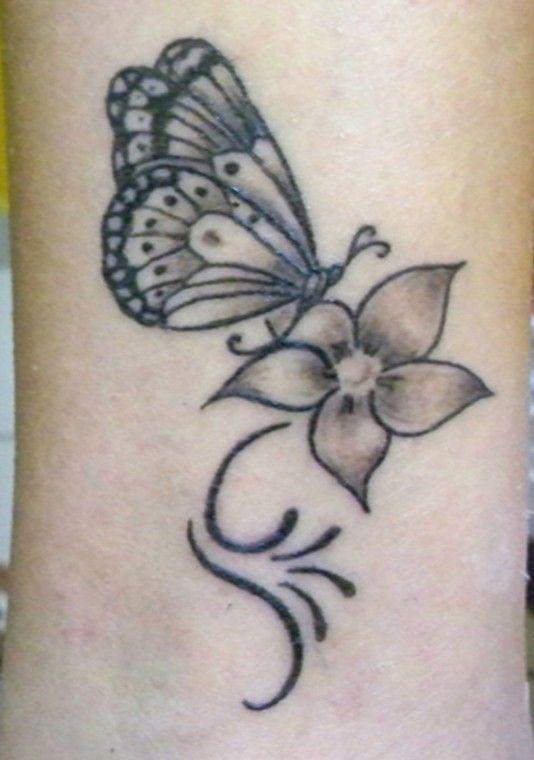 Tatuaggi con farfalle e fiori, i più bei disegni (Foto 2/42)   Donna Nanopress