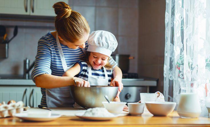 Recueillir chez soi un enfant, placé dans le cadre de la protection de l'enfance, suppose un engagement fort. C'est aussi un véritable métier, celui d'assistant familial.
