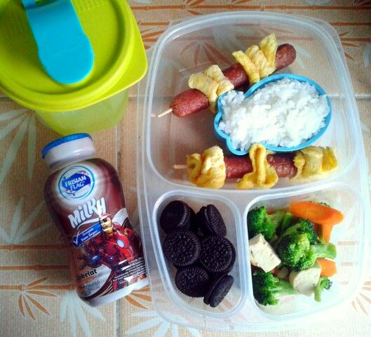 Attar's lunch box (15SEP15) : rice with omelette, sausage and sauted broccoli-carrot-tofu, mini Oreo, choco milk and mineral water.  Have a Happy Tuesday! Xxx