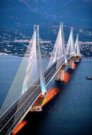 Puente sobre el río Antirrio, Patras, Grecia