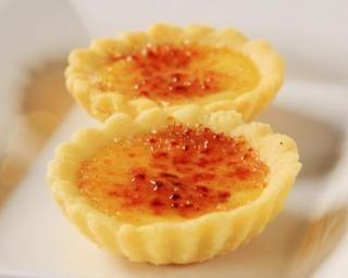 Tartelettes amande-gingembre façon crème brûlée : http://www.fourchette-et-bikini.fr/recettes/recettes-minceur/tartelettes-amande-gingembre-facon-creme-brulee.html