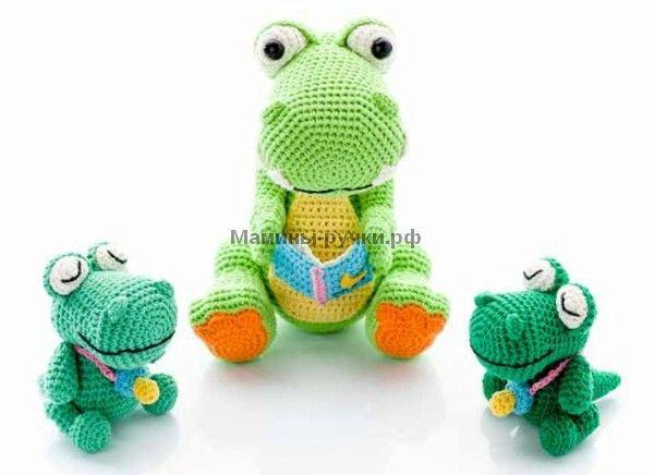 Вязаные крючком динозавр Рози и её малыши
