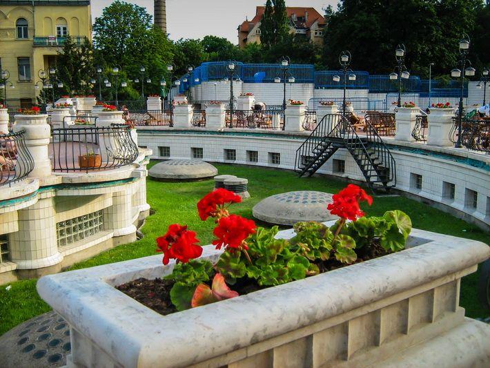 Baile Gellert din Budapesta Streaptease la Băile Gellert din Budapesta. Vezi mai multe poze pe www.ghiduri-turistice.info