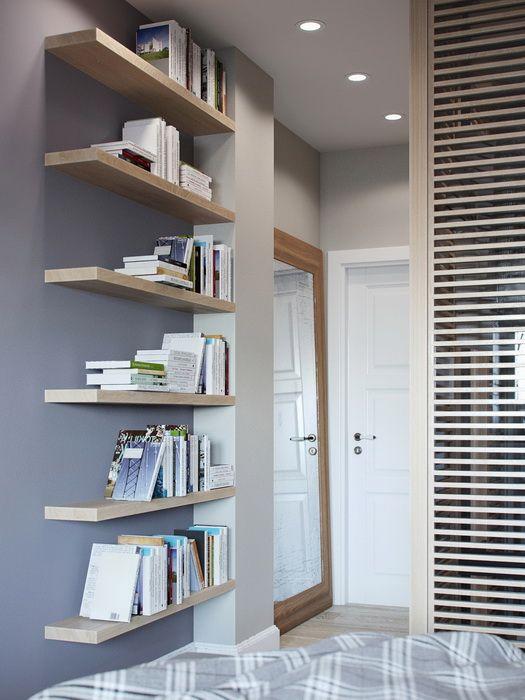 Bibliothèque lack ikea dans une chambre
