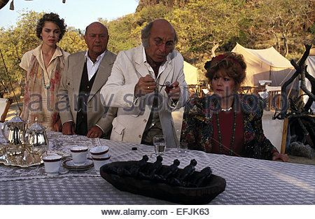 SARAH MAUR THORP DONALD PLEASENCE YEHUDA EFRONI & BRENDA VACCARO AGATHA CHRISTIE'S TEN LITTLE INDIANS (1989) - Stock Photo