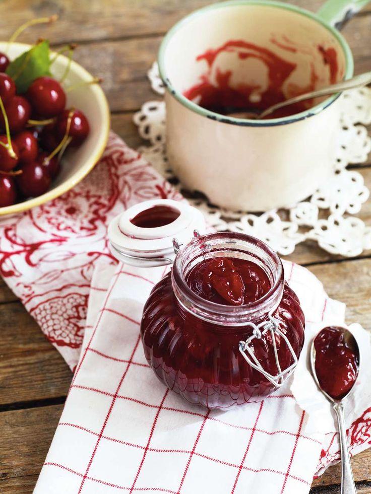 Körsbärssylt med vanilj. Foto Helén Pe. Recept: http://www.lantliv.com/mat-vin/korsbarskarlek/