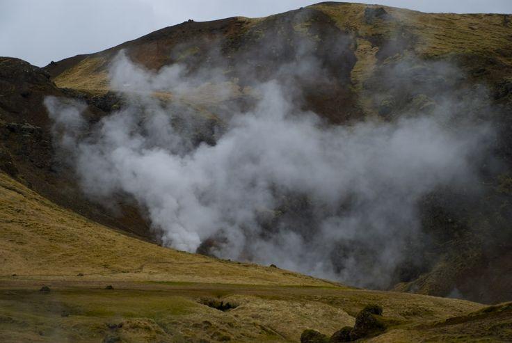 View from the hiking trail in Reykjadalur. #iceland #island #Hveragerði #hiking #vandring #nature #mountains #Reykjadalur