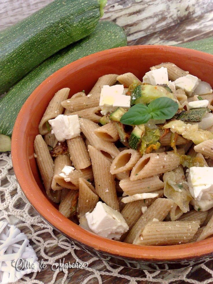 Pasta integrale fredda, con verdure  come cucinare le melanzane, cucina vegetariana, formaggio greco, insalate di pasta fredde, melanzane in padella, pasta con le melanzane, pasta fredda con verdure, pasta fredda estiva,