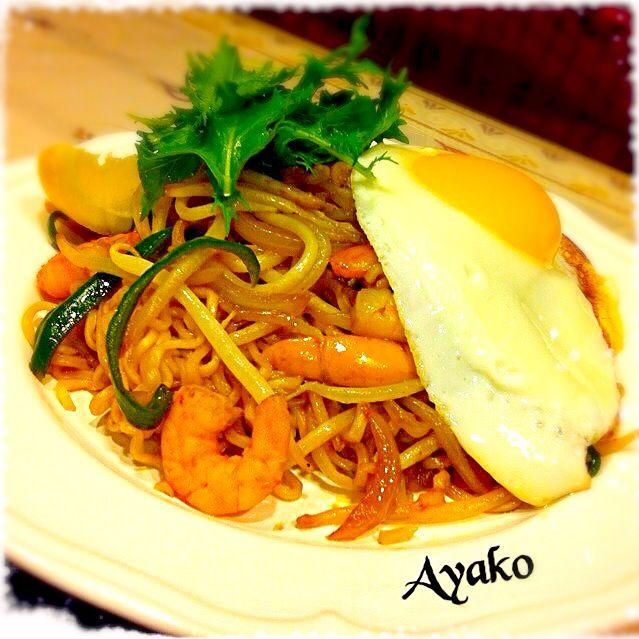 インドネシア語で、ミーは「麺」、ゴレンは「揚げる」の意味。 スパイシーなエスニック焼きそばです♪ - 179件のもぐもぐ - ミーゴレン(インドネシア風焼きそば) by ayako1015