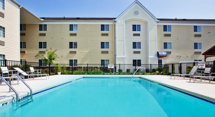 Candlewood Suites Savannah Airport Savannah Candlewood Suites Savannah Airport has an outdoor pool, a fitness center and self-service laundry facilities. A complimentary airport shuttle is available. Savannah Historic District is a 20-minute drive away.