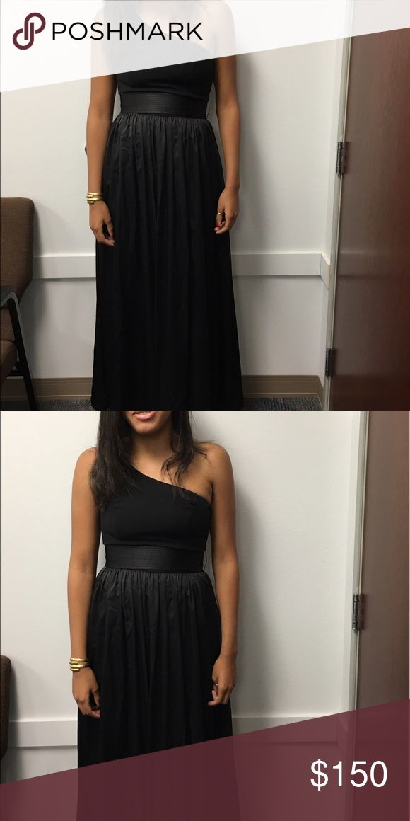 Vera wang one shoulder dress with satin sash Single shoulder vera wang dress I've only worn  once for a wedding I was in. upon your purchase it will be dry cleaned and you will receive it still in the dry cleaning bag. If you are interested I would be willing to drop the price to $125 Vera Wang Dresses Wedding