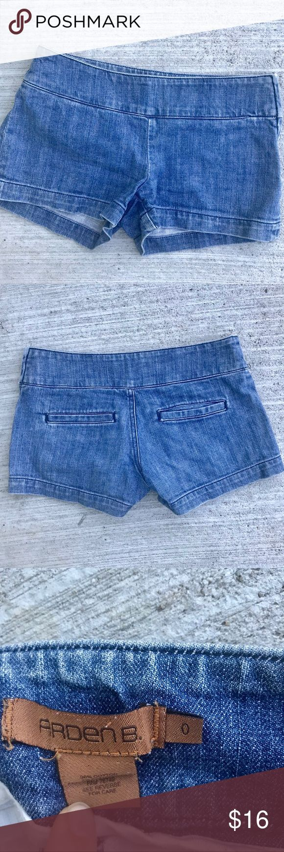 """ARDEN B. Blue denim jean shorts side zip Sz 0 Arden B. Denim shorts! With dude zip for a flat front style. Perfect condition. Cotton/spandex. Rise 7"""", waist 14"""" flat across, in seam 3"""". (1024) Arden B Shorts Jean Shorts"""