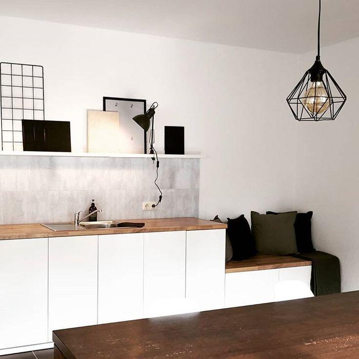 HAVE A SEAT Bei der Planung der schlichten Küchen…