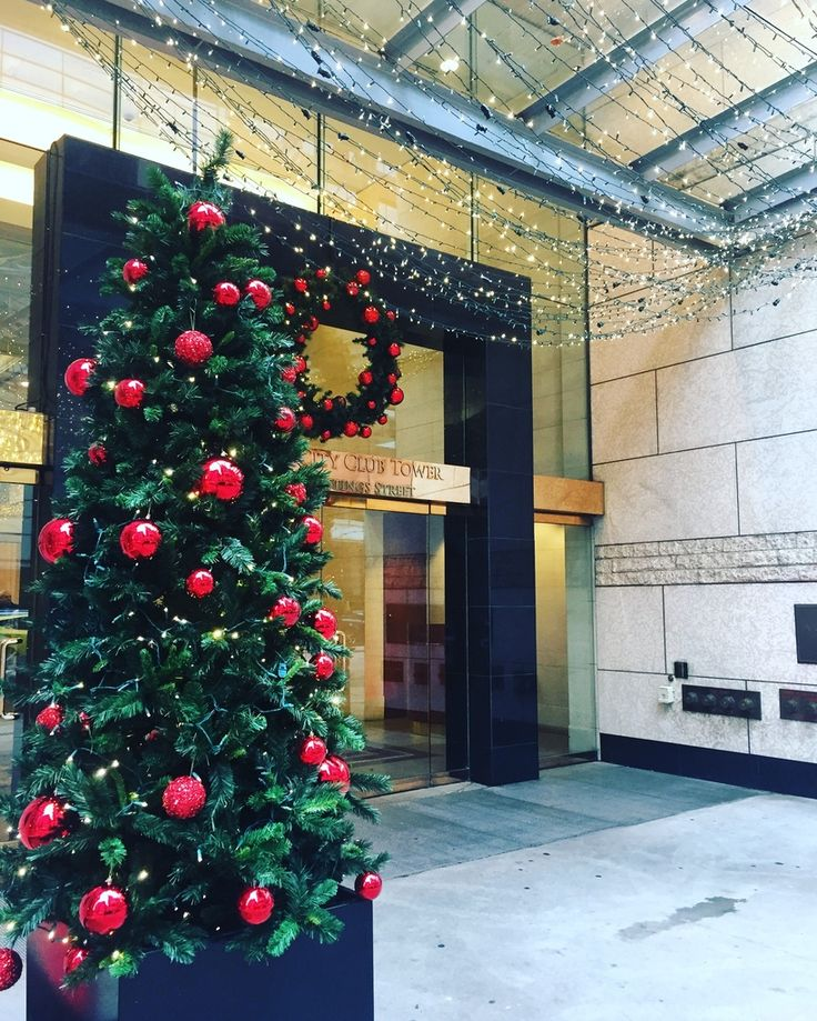 These beautiful, twinkling lights caught our eye at the Terminal City Club Tower the other day! Santa's elves keep spreading their magic...where will #ISpyTheHolidays next?