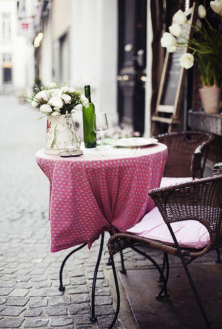 faire une pause....Romantic Sets, Outdoor Seats, Tables For Two, Paris Cafes, Pink, Places, Parisians Cafes, Sidewalk, Romantic Dinner