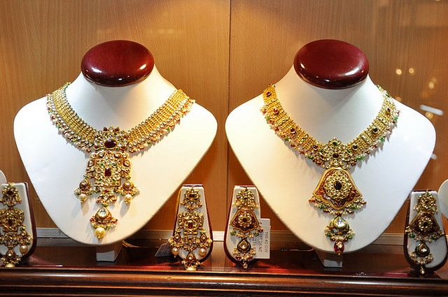 Glitterati,Jewel,GJTCI,Diamond,gold, Jewellery,fashion,ruby,emerald,antique,trend,show,beautiful,neckless,b lack,Jadtar,Kundan,art,Glliter,pearl,     See THESE beautiful photos of ruby necklaces& more. Check THIS out & the latest Videos, Tips & Trends in Photography @ http://www.photopinns.com