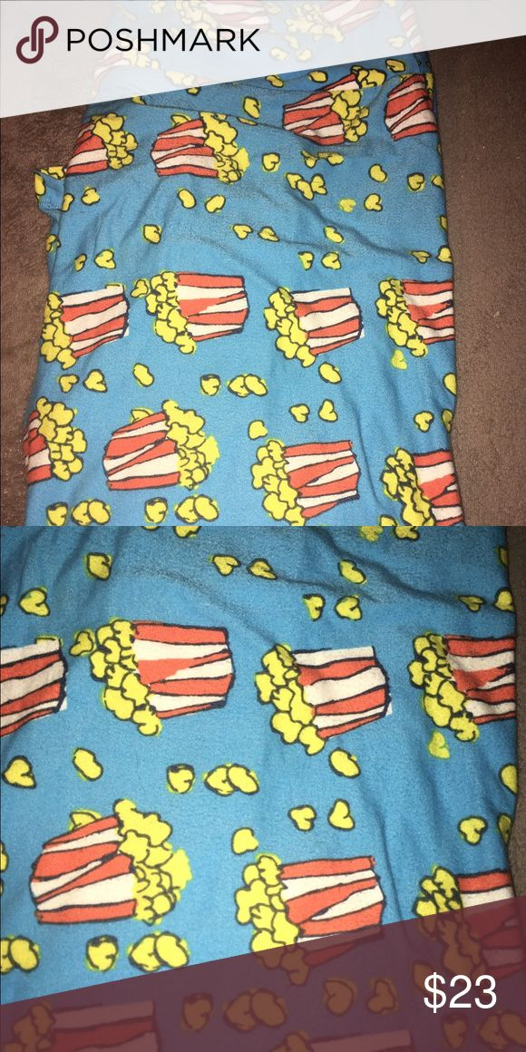 LuLaRoe Popcorn TC Leggings Worn twice, washed twice. Made in Vietnam. Blue background. We are a smoking and pet household so you are aware. LuLaRoe Pants