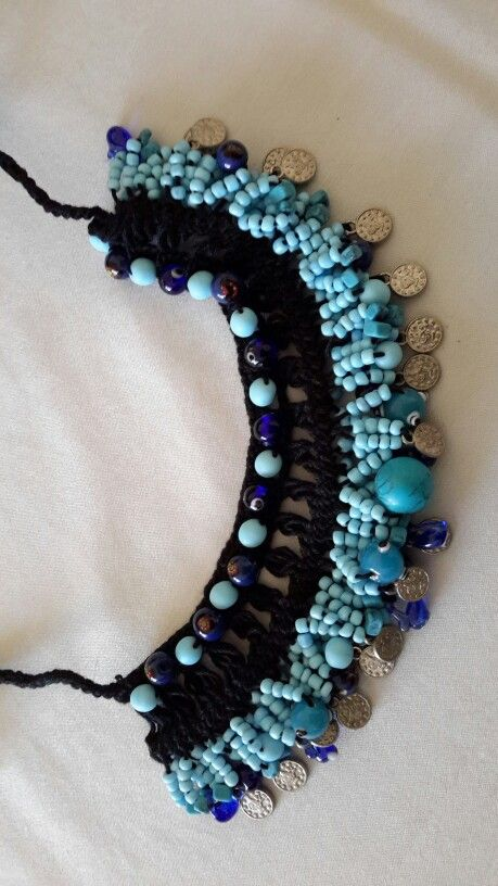 Firkete kolye. Hairpin lace necklace with beads.