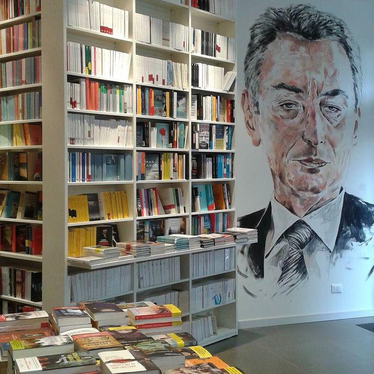 Libreria Paravia   #paravia #libreria #library #librarian #libri #bookstagram #igerstorino #ig_torino #ig_to #bookish #leggeremania #legoergosum #bookaholic #bookish #bookporn #leggere #chileggeseduce #bellochilegge #igreads #italiainlettura #instalibro #instabook #bibliophile by lara13to
