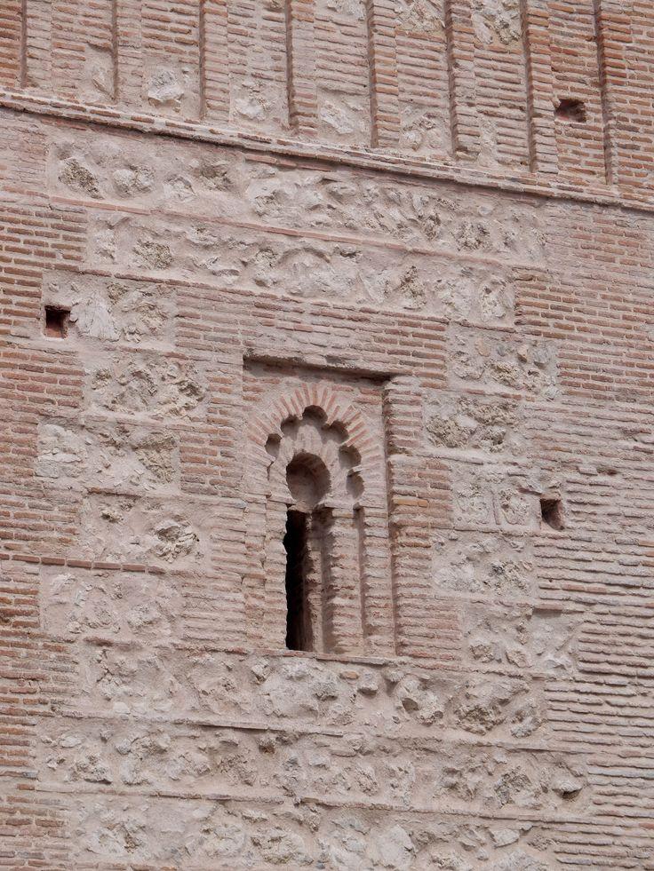 Ventana típicamente mudéjar  de la torre en uno de los cuerpos.