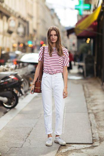 ゆったりめのボーダーTシャツをホワイトデニムにインしてメリハリをつけています。なるべく色を増やさないこともオシャレの秘訣です。