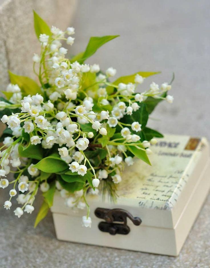 Flowers Garden Weddings: Buchet mireasa cu lacramioare