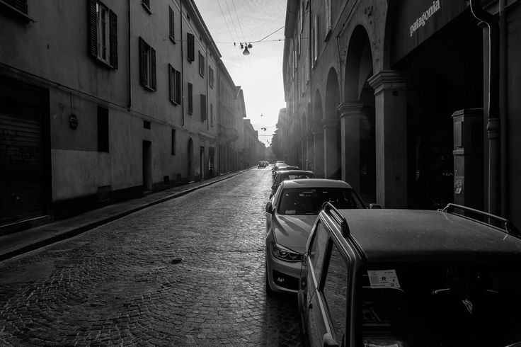 https://flic.kr/p/HC6UaZ | Long distance | Bologna on sunset is gorgeous, sometimes it looks like an old NY from the photo album.