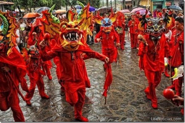 Diablos Danzantes del Corpus Christi serán homenajeadas en Barcelona - http://www.leanoticias.com/2013/04/23/diablos-danzantes-del-corpus-christi-seran-homenajeadas-en-barcelona/