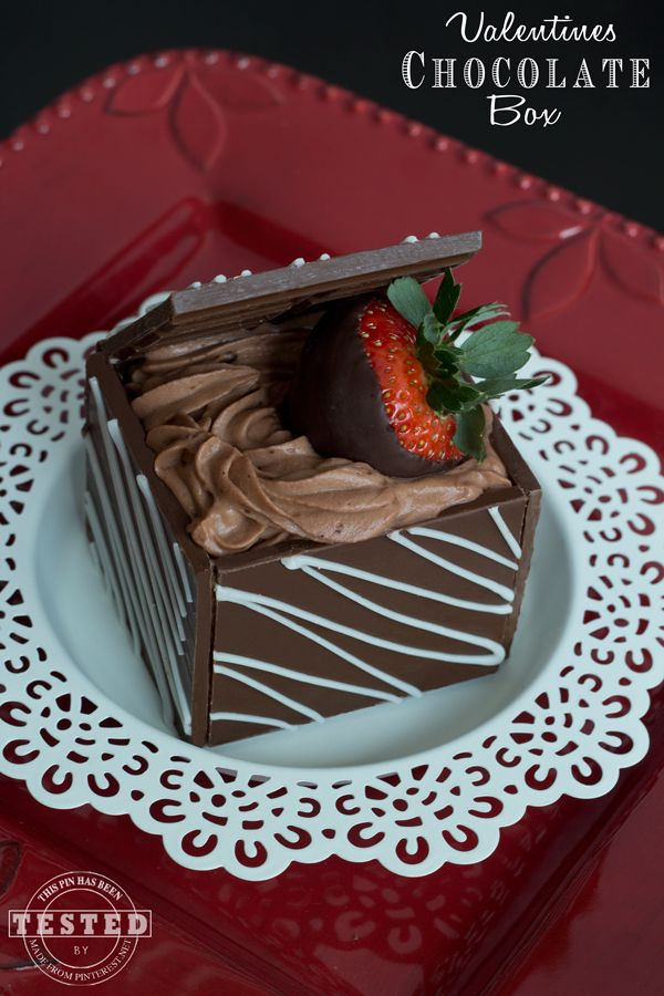 Valentines Chocolate Box- This is the perfect idea for a homemade chocolate box. It is quick and easy to make, but looks like you spent hours on it. A great gift for your sweetheart!