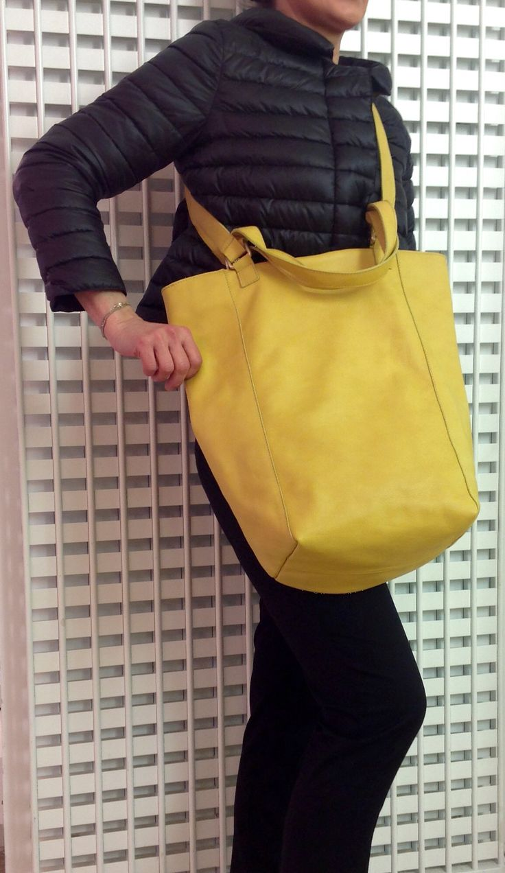 One of the original bags of the Italian Brand MARTA RAY in a soft yellow leather. www.lanamoda.it