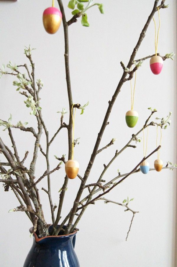 This Swedish Easter tree is gorgeous and is super simple to put together! It would look great left up in your home all spring long   Hellobee