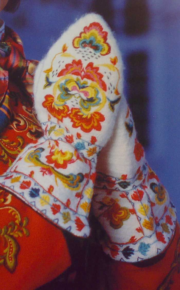Copyright: Mittens from Telemark County, Norway - From THE ESSENCE OF THE GOOD LIFE™ - https://www.facebook.com/pages/The-Essence-of-the-Good-Life/367136923392157