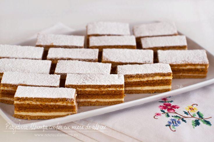 Prăjitura cu foi cu miere de albine și cremă vanilată de lapte, rețetă video. Rețetă video de prăjitură cu miere Albinița sau Dulcineea. Cum se face prăjitura cu foi...
