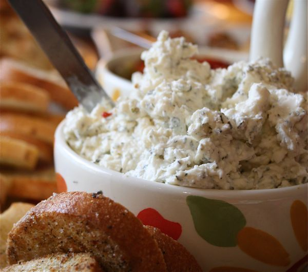 Garlic Feta Cheese Dip 4 oz crumbled feta (I used block feta and crumbled it myself) 4 oz cream cheese 1/3 cup mayo 1 garlic clove, minced 1/4 tsp dried basil 1/4 tsp dried oregano 1/8 tsp dill weed 1/8 tsp dried thyme Combine all ingredients in a bow and mix well until blended together. Cover and refrigerate until ready to serve. Serve with pretzel crisps, assorted crisp breads or veggies.