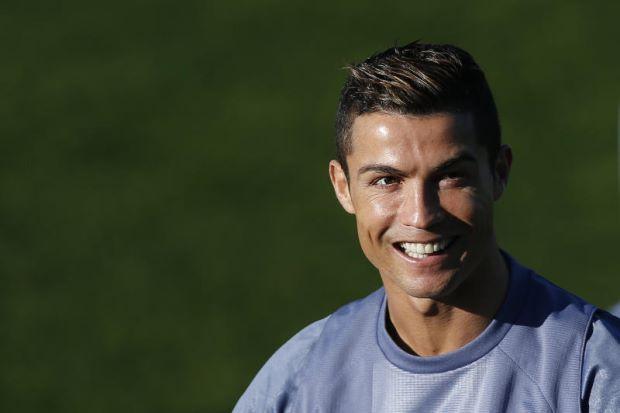 Ronaldo dedah pendapatan lebih RM1.056 billion pada 2015   Cristiano Ronaldo mendedahkan rekod kewangannya yang menyaksikan bintang Real Madrid itu mengisytiharkan pendapatan lebih 225 juta Euro (RM1.056 billion) pada 2015 bagi mengelak dikenakan tindakan penipuan cukai.  Ronaldo dedah pendapatan lebih RM1.056 billion pada 2015  Sebuah konsortium organisasi media antarabangsa mendakwa hasil kebocoran data yang besar membabitkan 18 juta dokumen menunjukkan kapten skuad kebangsaan Portugal itu…