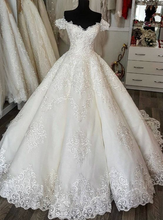 Silhouette:ball gown Hemline:floor length Neckline:off the shoulder Fabric:tulle Sleeve Style:sleeveless Color:white Back Style:lace up Embellishment:appliques