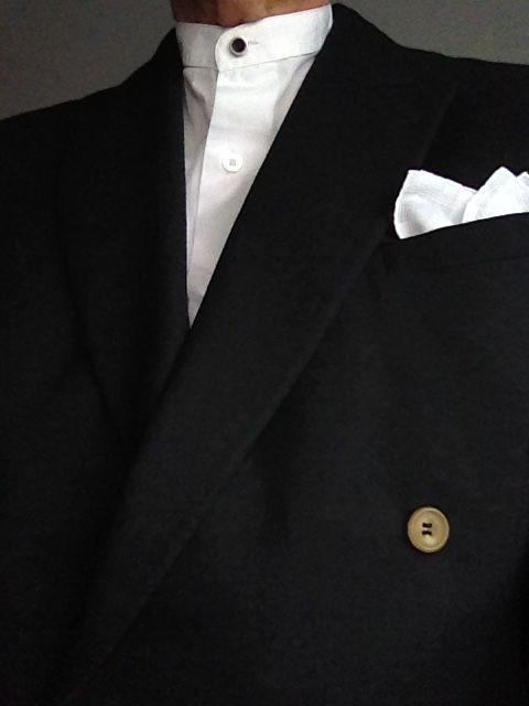 Innan jag blev vintage-nörd hade jag ofta svarta eller vita skjortor med s.k. Mao-krage. Till dessa hade jag beställt lösa kragknappar i silver i olika utföranden. Nog är det snyggare än att köra uppknäppt om man nu inte vill ha slips.