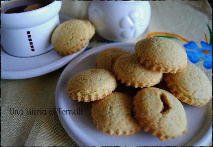 Biscotti morbidi ripieni di marmellata, ricetta dolce - Una Riccia ai Fornelli