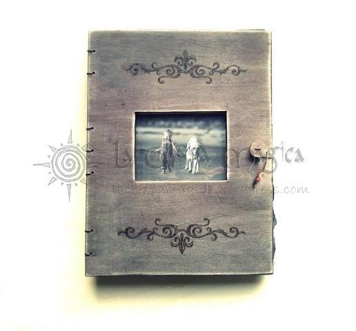 Álbum de fotos de madera con ventana Cenefas