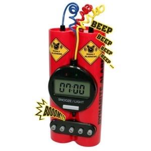 L'idée cadeau ado du moment : Le réveil dynamite ! Posé sur un bureau ou encore sur une table de chevet, ce cadeau insolite et original  conviendra pour petits comme pour grands ! En effet, une fois réglé à votre aise, celui-ci vous réveillera le matin en explosant. Découvrez sans plus attendre le best-of du cadeau gadget sur http://www.pinklemon.fr ! Pinklemon, le zeste d'idées cadeaux insolites.