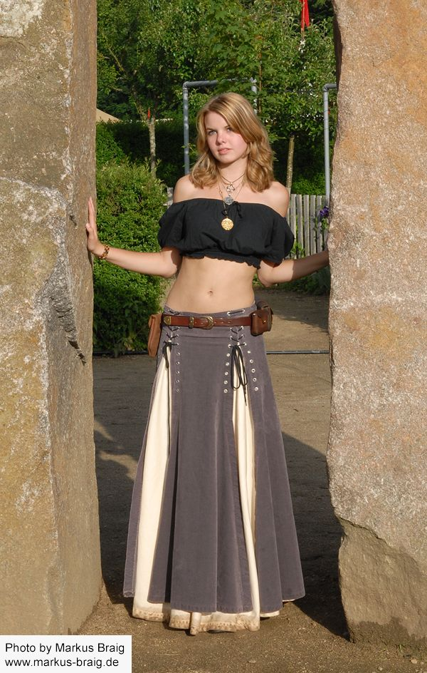nice overskirt and comfy short peasant top - I'd totally wear this, except with a long sleved shirt under it