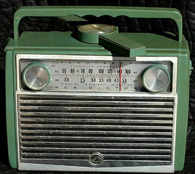 1950's RCA Yachtsman AC/DC portable radio with direction finder. Model 7BX9H