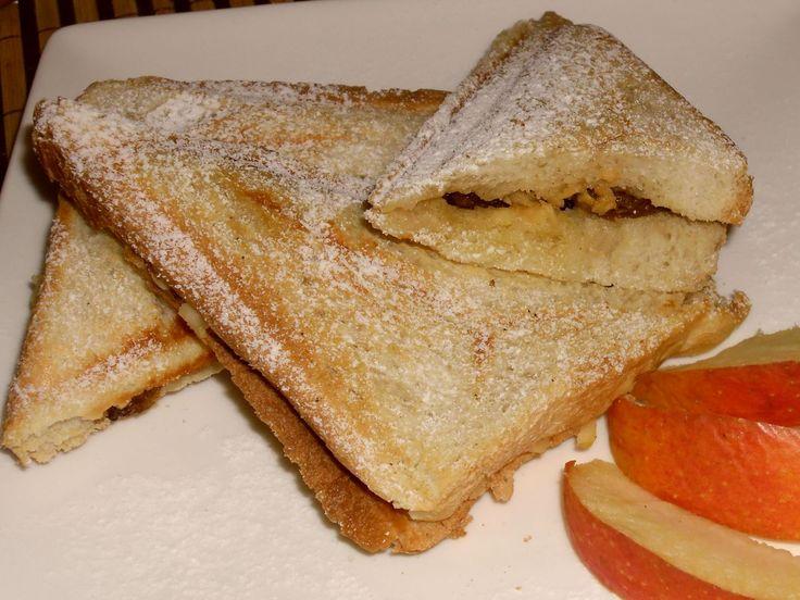 Toastové chleby velmi tence namázneme máslem (nebo dáme do prostřed tenoučký plátek), posypeme vanilkovým a skořicovým cukrem, na půlku...